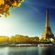 literatura nos cais do Sena em Paris