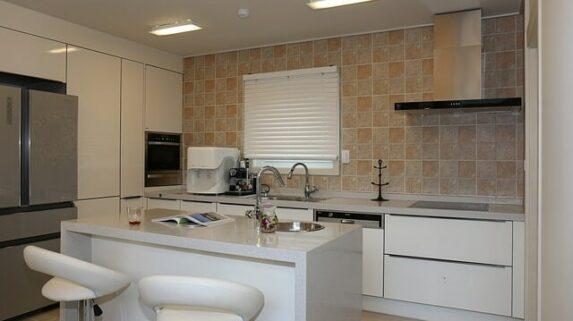 Cozinha americana 10 raz es para abrir sua cozinha for Cocinas paralelas